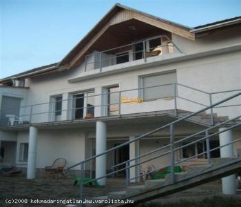 Biatorbágy tóparton 3 szintes családi ház eladó 65.- Mft